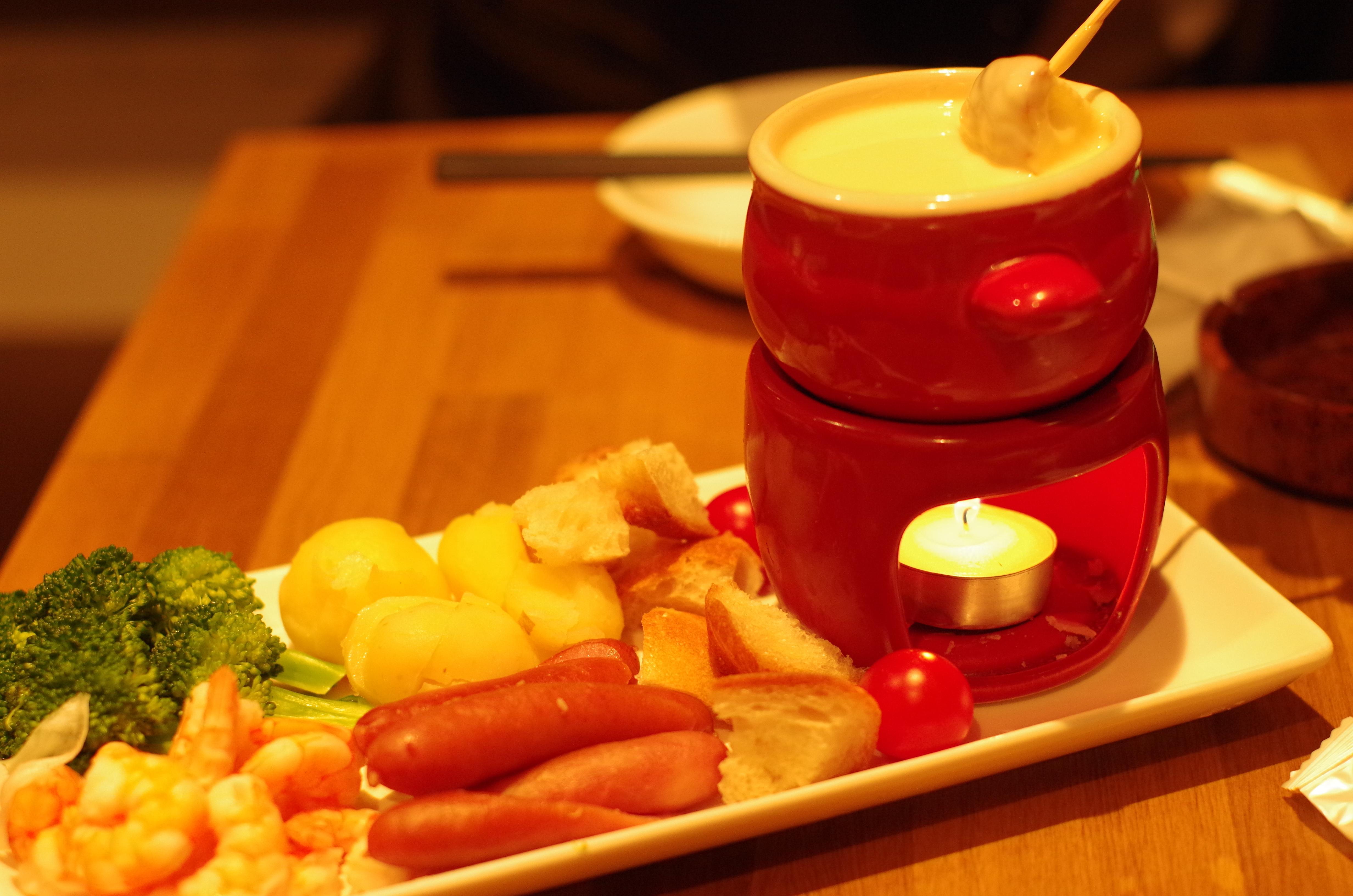 渋谷の【肉バル&チーズ酒場 デルソーレ】で絶品チーズフォンデュ♪